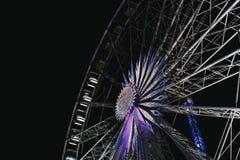 Reuzenrad in de Wintersprookjesland, Londen, het UK tegen donkere hemel Stock Afbeelding
