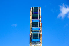 Reuzenrad met blauwe cabines Royalty-vrije Stock Afbeeldingen