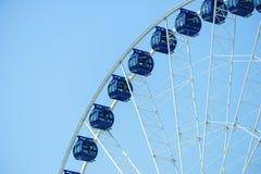 Reuzenrad op blauwe hemel royalty-vrije stock foto