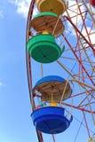Reuzenrad tegen de blauwe hemel royalty-vrije stock foto's