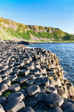 Reuzenverhoogde weg en klippen in Noord-Ierland Stock Afbeeldingen