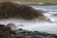 Reuzenverhoogde weg - Provincie Antrim - Noord-Ierland Stock Foto