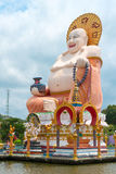 Reuzestandbeeld Grote Boedha in de tempel Wat Plai Laem Stock Foto's