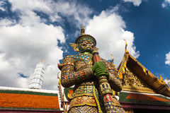 Reuzestandbeeld in Wat Phra Kaew, Bangkok, Thailand Royalty-vrije Stock Foto