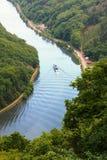 Revêtement de passager sur la courbure de rivière de la Sarre Photo stock