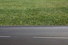 Revêtement ferme asphalté par route Images libres de droits