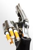 Revólver con los puntos negros del cigarrillo (camino de recortes) Foto de archivo