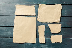 Rev sönder stycken av gammalt papper Royaltyfri Fotografi