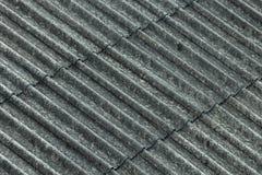 Rev?tement ondul? de toit d'amiante photographie stock libre de droits