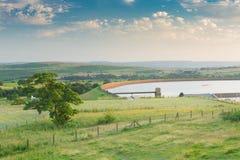 Reva rezerwuaru krajobraz Yorkshire - Hawksworth Cumuje, zachód - Fotografia Stock