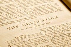Revelaties in een oude bijbel. royalty-vrije stock foto