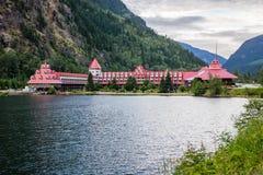 Revelstoke Kanada Juli 2, 2016 Gap för tre dal Chateau royaltyfri foto