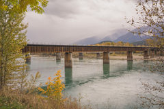 Revelstoke stångbro i höst Fotografering för Bildbyråer