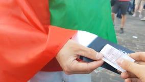 Reventa ilegal del boleto en evento que se divierte en Italia, compra aventurada, fraude y ley metrajes