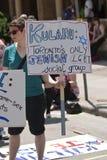 Reverlers sustenta acima dos cartazes na sustentação do homossexual imagem de stock