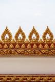 Revestimento do estuque de Kanok com ouro olha o encanto bonito Imagem de Stock Royalty Free