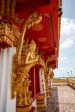 Revestimento do estuque de Kanok com ouro olha o encanto bonito Fotografia de Stock