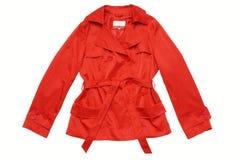Revestimento/revestimento/raincoat vermelhos, isolado. Fotos de Stock