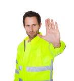 Revestimento vestindo da segurança do trabalhador feliz foto de stock