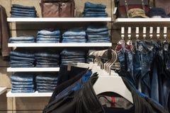 Revestimentos e calças de brim Fotografia de Stock Royalty Free
