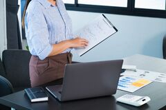 Free Review Of Performance Reports Preparation Of Performance Reports For Presentation Stock Photo - 185858010
