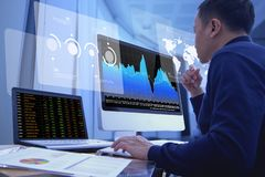 Free Reviewing A Financial Report In Returning On Investment Analysis Stock Photography - 168539312