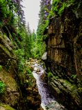 "Revine βράχου κοντά στον καταρράκτη KamieÅ ""czyk ` s που βρίσκεται στην Πολωνία, στα βουνά Sudetes στοκ φωτογραφία με δικαίωμα ελεύθερης χρήσης"