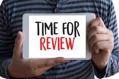 revise el concepto del negocio del tiempo, hora para el comentario, equipo h del negocio imagenes de archivo