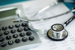 Revisión médica financiera Fotos de archivo libres de regalías