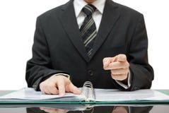Revisorn eller revisorn som pekar till dig, ger en varning Arkivfoto