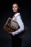Revisorn med gammalmodigt tillfoga bearbetar med maskin Royaltyfri Foto