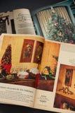Revistas del día de la mujer del vintage en la Navidad imagenes de archivo