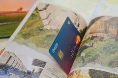 Revolut卡片和app在电话 免版税图库摄影