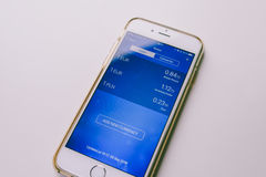 Revolut app στο κινητό τηλέφωνο Στοκ φωτογραφία με δικαίωμα ελεύθερης χρήσης