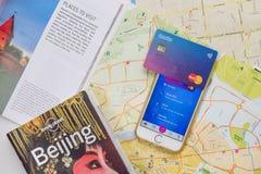 Revolut karta i app na telefonie Zdjęcie Royalty Free