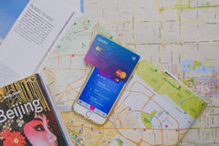 Revolut karta i app na telefonie Obrazy Stock
