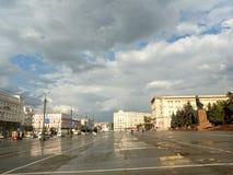 Revolutionfyrkant och Lenin aveny i Chelyabinsk royaltyfria bilder