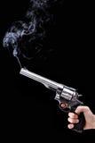 Revolver con fumo immagine stock libera da diritti