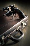 Revolver con il cilindro aperto e la pallottola Fotografia Stock