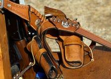 Revolver in den Pistolenhalftern Lizenzfreie Stockbilder