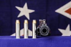 Revolver en kogels Stock Foto's