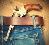 Revolver i hans bälte Royaltyfri Foto