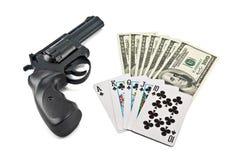 Revolver, kaarten en geld Stock Afbeeldingen