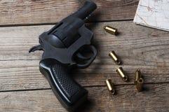 Revolver mit Kugeln Lizenzfreies Stockfoto