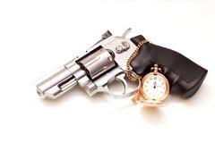 Revolver och en rova Royaltyfria Bilder