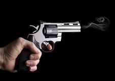 Revolvergewehr in der Hand Lizenzfreies Stockfoto