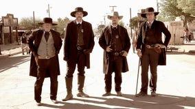 Revolverhelder in der wilden Weststadt der Finanzanzeige, Arizona stockfotos