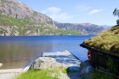 Revsvatnet jezioro 019 i molo Zdjęcia Royalty Free