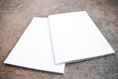 Revue blanc. Arrière avant et images stock