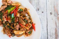 Revuelva a Fried Wild Boar con el curry rojo, concepto tailandés de la comida, Fotografía de archivo